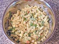 Неаполитанский салат из макарон и сыра