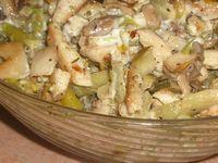 Салат из вешенок, куриного мяса, яиц и огурцов