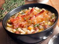 Суп из фасоли, бекона и капусты